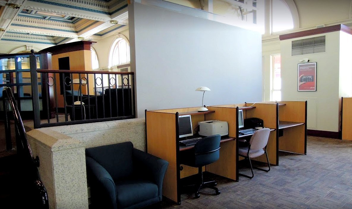 Photo of the ClubAcela Lounge within Boston's South Station.